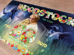 Handdoek Woodstock the Story 50th Anniversary Tour